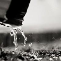 small-rain-downspout-gutter-3642961-h